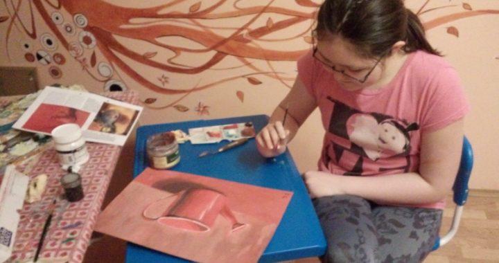 Altuša maluje grisaiile